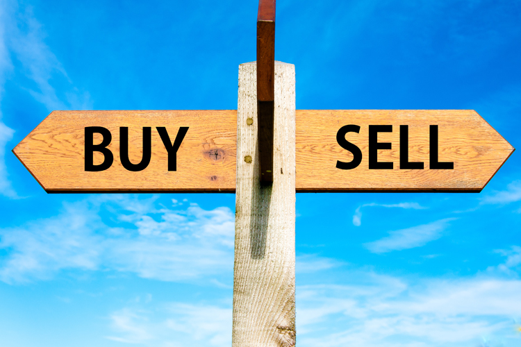 Learning to buy and sell options